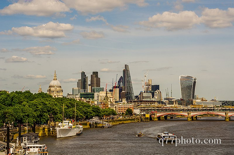 Panoramic city of london, ships on the river thames, modern and